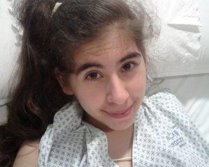 'Ela tem tanta dor que só quer morrer': a jovem de 19 que pede eutanásia e causa polêmica no Chile