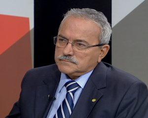 Átila Lira decide permanecer no PSB