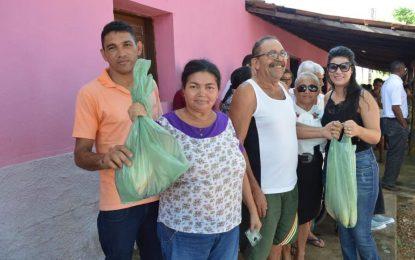 Prefeita Aldara faz distribuição de peixes durante Semana Santa nas comunidades de Jerumenha