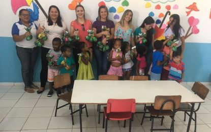 Alunos da escola Brisdalina de Marcos Parente ganham ovos de páscoa de presente