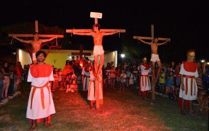 Paixão de Cristo encenada pelo teatro Art & Show emociona público em Guadalupe