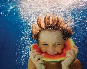 Tomar banho ou nadar depois de comer, faz mal para saúde?