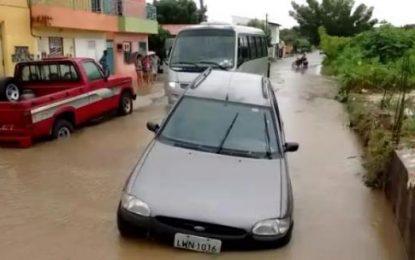 Alagamento na Rua Gabriel Ferreira volta a causar transtornos à população