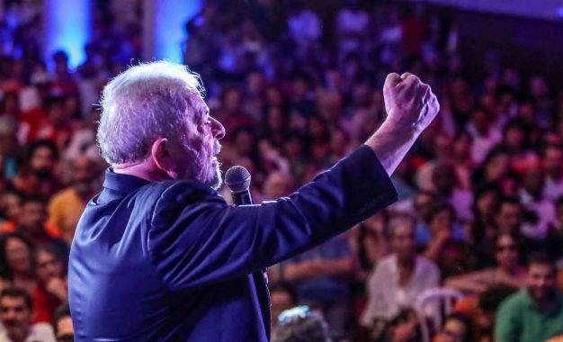 """Lula diz """"Eles querem me prender? Prendam e paguem o preço""""."""