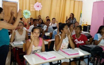 Prefeitura de Marcos Parente realiza minicurso de Noções Básicas em Libras