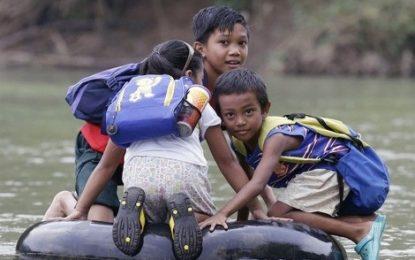 ENGANAÇÃO: Sem barco prometido pelo prefeito para fazer a travessia no rio, crianças ficam sem aula em Campo Maior