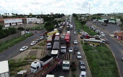 Caminhoneiros do Piauí seguem parados mesmo depois de acordo com o governo