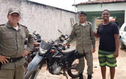 Polícia Militar de Guadalupe recupera moto roubada e entrega para o dono