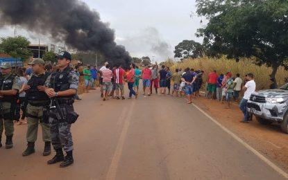 Caminhoneiros bloqueiam trecho da PI 247 em Uruçuí