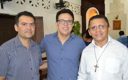 Zé Santana participa de missa nos festejos de São João Batista em Guadalupe