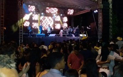 Show de Taty Girl reúne milhares de pessoas nos festejos de Jerumenha