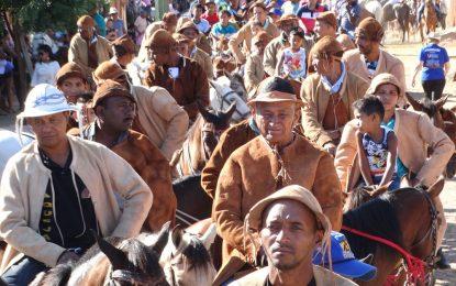 Marcos Parente realiza a maior cavalgada dedicada ao Dia do Vaqueiro