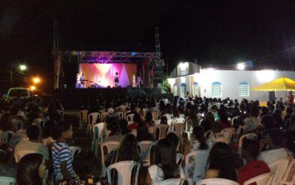 Kemilly Santos abre o 14º aniversário da Igreja Filadélfia em Guadalupe