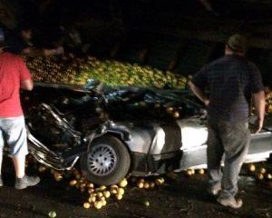 Família de cantora gospel morre após ter carro esmagado por carga de laranja