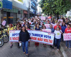 Professores da rede estadual voltam a fazer manifestação