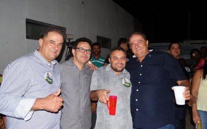 Zé Santana e Silas Freire prestigiam aniversário de Guadalupe