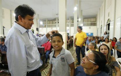 Wellington Dias garante conclusão de obra em Curimatá