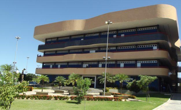Prefeituras do Piauí gastaram mais de 24 mil com compras de prêmios para gestores
