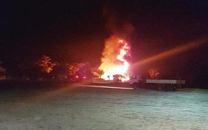 Caminhão-tanque explode e deixa um morto em Lagoa do Piauí
