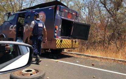 Criminosos rendem seguranças e explodem carro-forte no Sul do Piauí