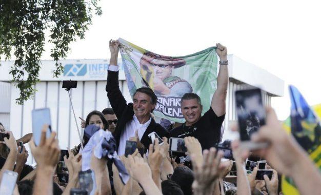 Sem Lula, Jair Bolsonaro lidera corrida presidencial