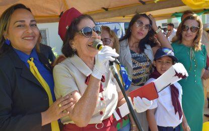 Multidão assiste o desfile cívico de 7 de setembro na cidade de Guadalupe