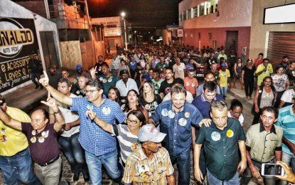 Luciano intensifica campanha no Sul e conquista prefeitos da região