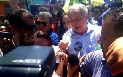 Ciro Gomes faz visita relâmpago ao Mercado do Dirceu em Teresina