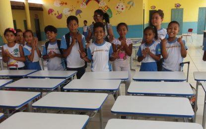 Prefeitura de Marcos Parente entrega novos móveis para escolas municipais