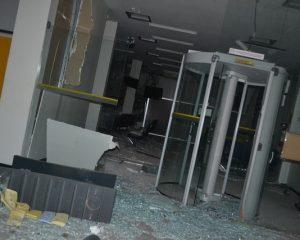 Bando armado explode agência do BB de Simplício Mendes e fazem reféns