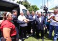 Wellington Dias e Júlio César entregam vans para 17 municípios