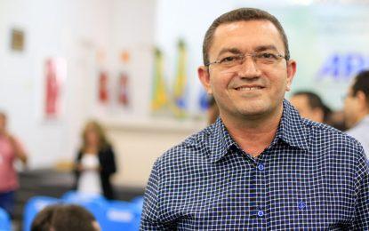 Padre Walmir chama senador Ciro Nogueira de cachorro morto