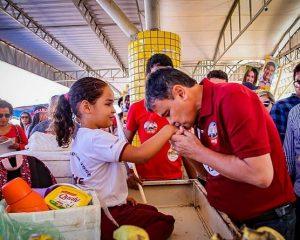 Governador Wellington Dias faz homenagem as crianças