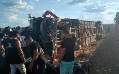Acidente com ônibus da Gatinha Manhosa deixa uma pessoa morta no Piauí