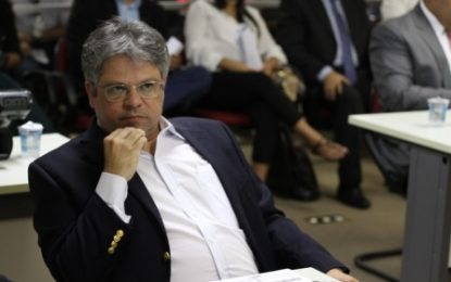 Gustavo Neiva denuncia paralisação de obras no interior do Piauí