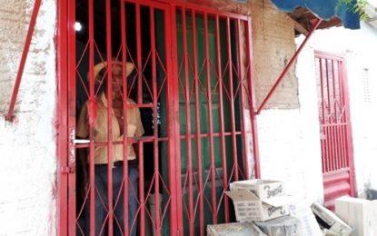 """No interior é tranquilo? Em cidade do Piauí, comerciantes só atendem """"atrás das grades"""""""
