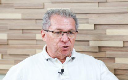 Justiça condena Assis Carvalho a perda dos direitos políticos