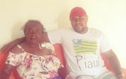 Vereador de Landri Sales com colaboração de amigos reforma casa de idosa
