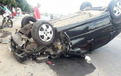 Carro capota e deixa motorista ferido na zona norte de Teresina