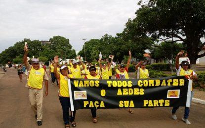 Marcos Parente promoveu caminhada de conscientização contra a dengue