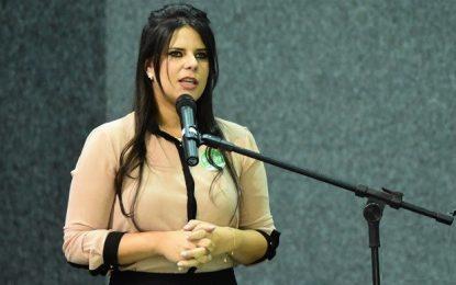 Prefeita Aldara Pinto antecipa 13º salário dos servidores efetivos de Jerumenha
