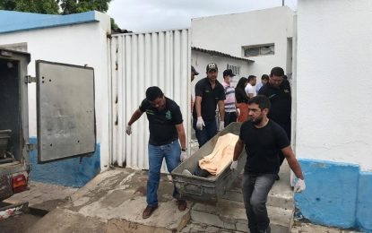 Tentativa de assalto a banco deixa 10 mortos após tiroteio