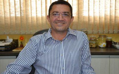 Prefeito de Picos concede reajuste para professores