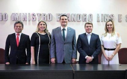 Celso Barros assume presidência da OAB-PI em posse administrativa