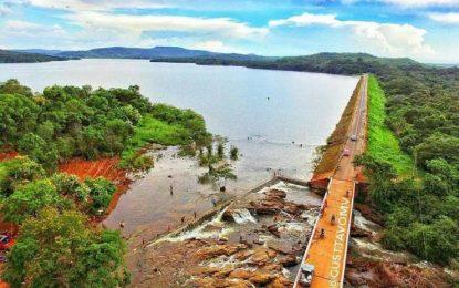 """Com risco """"iminente"""" de rompimento, barragem pode inundar cidade no Piauí."""