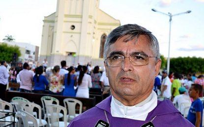Bispo critica perseguição política do prefeito de Picos a servidores públicos