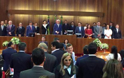 Deputados tomam posse na Assembleia e elegem Mesa para o biênio 2019/2020