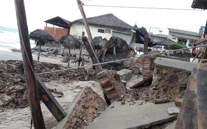 Ondas de 3 metros deixam rastro de destruição no litoral do Piauí