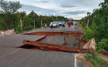 Ponte na PI-110 é destruída após fortes chuvas em Piracuruca