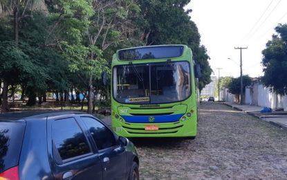 Dupla armada faz arrastão em ônibus e ameaça passageiros na Zona Leste de Teresina